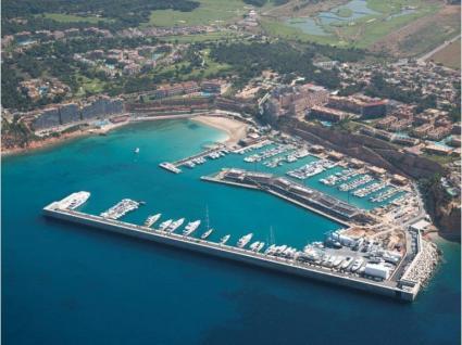 port-adriano-cbcm-yacht